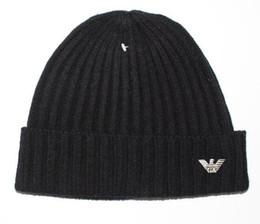2019 cappello giallo newsboy Berretto lavorato a maglia del cappello lavorato a maglia libero di trasporto con i pom crochet dei cappucci di inverno dei berretti da baseball del pom pom all'ingrosso 006