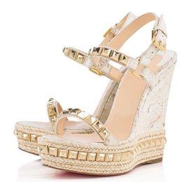 Золотые сандалии на каблуке онлайн-Лето Женщины Высокие Каблуки Красное Дно Cataclou Женщины Клин Сандалии С Золотыми Шпильками Дамы Лодыжки Ремень Высокие Каблуки С Оригинальной Коробке,Мешок Для Пыли