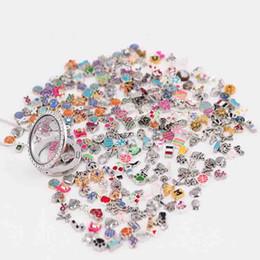 sobrina del encanto Rebajas Venta al por mayor 2018 nuevos tipos 200 piezas (se incluirán al menos 200 estilos diferentes) encantos flotantes mixtos para medallones vivos de vidrio de aleación de zinc