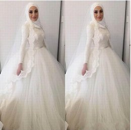 a06608326ca 2018 Moderne Musulman Hijab Robe De Bal Robe De Mariée Col Haut Appliques  De Dentelle Perles Robes Dubai Arabe Robe De Mariée En Dentelle cheap  simple ...