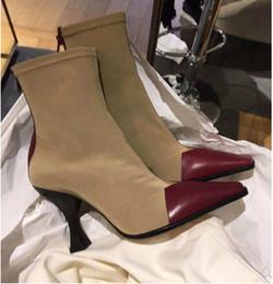 Vestidos de la pista de la demostración de manera online-Elegante vestido de las mujeres de moda otoño calcetines del tobillo botas 2018 Ladies Runway Sexy Square Show gato femenino Martin Shows zapatos de tacón
