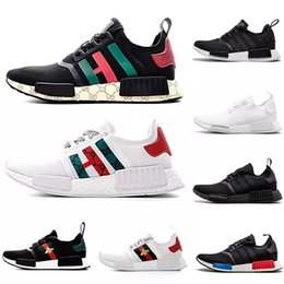 R1 Runner Running Shoes For Men Mujeres Primeknit Trainer Sports Sneakers Triple Blanco Negro Rosa Diseñador de Lujo Al Aire Libre Zapatos 36-45 desde fabricantes