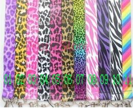 All'ingrosso-50pcs nuovo cartone animato Leopard \ modello zebra \ arcobaleno Misto cordino catena chiave del collo cordino MP3 \ Mp4 cellulare ID Holder spedizione gratuita da supporto del telefono delle cellule all'ingrosso fornitori