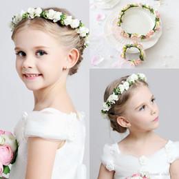Fasce bianche di ghirlande online-Hot Wedding ragazza da sposa testa fiore corona Fascia rosa bianco rattan ghirlanda Hawaii fiore Un pezzo copricapo Accessorie per capelli