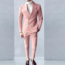 Hombres de esmoquin rosa online-Pink Fashion Sunshine Trajes de hombre de doble botonadura 2 piezas (chaqueta + pantalón) Peaked Collar Slim Fit trajes para cena de boda Tuxedos de fiesta