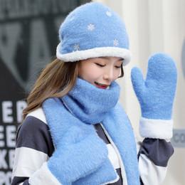 b9987b25d5d495 Winter Hüte gestrickte Mützen und Schal 3 Stück Woolen Winter Hut Schal  Handschuhe Set für Frauen Mädchen warme Mützen Ring Pompoms