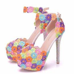 Nuevo hecho a mano hermosos zapatos de punta redonda para mujeres Multi  Flowers zapatos de novia de tacón alto talones delgados de cristal más el  tamaño ... d0ad81ca9cdc
