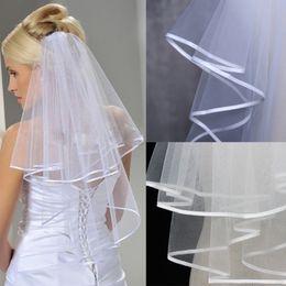 Fita afiada on-line-2019 Mulheres Wedding Veil duas camadas da fita Tulle 2T Borda Bridal Veils curto branco marfim Véu de casamento acessórios de boa qualidade