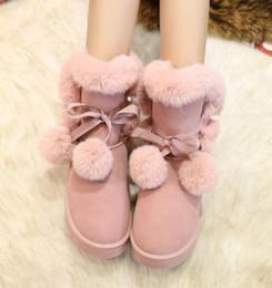 Botas de pele on-line-Womens Rodada Toe Fur Bolas Pom Mid-calf Botas Inverno Quente Botas De Neve Sapatos Bowknot Plana