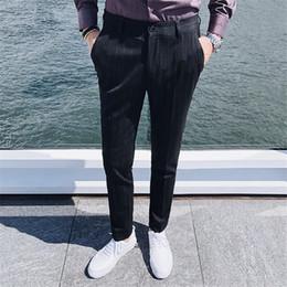 6aaeae29475a Herbst und Winter Männer gestreiften Anzug Hosen schwarz lila rot Mode  Business Casual Herrenhosen rabatt lila hosenanzug