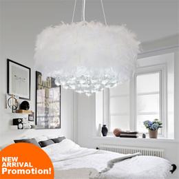 erstaunliche kronleuchter Rabatt Erstaunliche romantische Feder Gefieder Feder Stil weiße moderne Deckenleuchte Kristall Feder Kronleuchter LED Pendelleuchte
