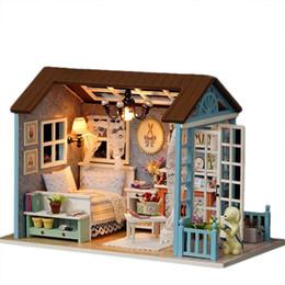 Iluminação em miniatura on-line-Montagem DIY Casa De Boneca De Madeira Em Miniatura Tempo Sanlan com Conjuntos de Móveis Luzes LED Toy Dollhouse Presentes de Aniversário para As Crianças