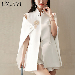Blazer femminili bianchi online-LXUNYI Fashion Summer White Blazer Capo Office Wear Donna Cape Blazer Jacket Cappotto One Button Beaded Brooch Mantello Coat Femminile