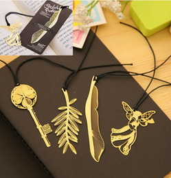 Marcador dorado online-Marcadores dorados creativos con tarjeta Marca de libro de metal Elegante Clip de papel Hoja de marcadores de forma clave encantadora ayudante de lectura marcador 4 estilos