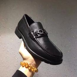 2019 mocassini in cuoio per uomo Scarpe da uomo in vera pelle traspiranti mocassini per uomini d'affari scarpe eleganti in pelle bovina piatto scarpe uomo Mocassini mocassini in cuoio per uomo economici