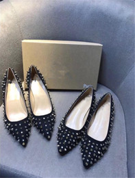 2019 sapatos chunky calcanhar nude Mulheres de pele de carneiro preto nua de couro envernizado mulheres dedo do pé bombas, moda lRed inferior sapatos de salto alto para as mulheres sapatos de casamento desconto sapatos chunky calcanhar nude