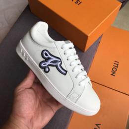 Zapatos de mujer 2018 nuevas marcas de lujo de venta caliente diseñadores de alta calidad de ocio de moda de cuero genuino deportes Mini zapatos blancos entrega gratuita desde fabricantes