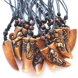 Envío de la gota Imitación hueso de Yak tallada 12 signos Constelaciones del zodiaco Collar de los colgantes para hombres Mujeres Amuleto venta al por mayor 12 unids MN452 desde fabricantes