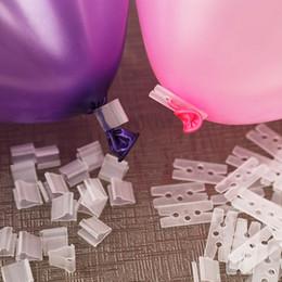 Balões decorativos de casamento on-line-Encaixes De Balão De Vedação De Braçadeira Bens De Casamento Vara Clipe Wedding Party Room Decorar Útil V Botões Forma Clips 0 03hh jj