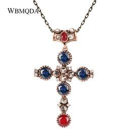 Ciondolo croce cristallo blu online-Gioielli Religiosi d'epoca Big Croce d'oro Collana pendente Blu Rosso Pietra di cristallo Collana lunga Accessori donna