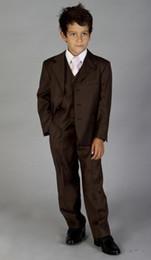 2019 jaqueta de smoking marrom Alta Qualidade Voltar Ventilação Três Botão Marrom Notch Lapel Boy's Formal Wear Ocasião Crianças Smoking Ternos Da Festa de Casamento (Jacket + Pants + colete + Gravata) 61 desconto jaqueta de smoking marrom