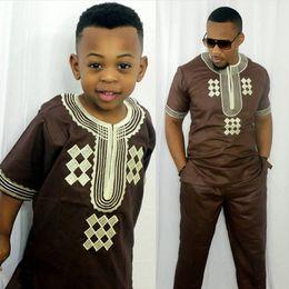 2019 vêtements bazin riche africains Vêtements enfant africains vêtements Afrique enfant garçon Dashiki costumes deux ensembles de 2 pièces enfants tenue été riche bazin top pant ensembles promotion vêtements bazin riche africains