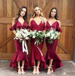 Cinghie da cerimonia nuziale bordeaux online-Sexy 2019 Sexy Hater cinghie sirena abiti da damigella d'onore alta-bassa Borgogna damigella d'onore abiti su misura Pretty Wedding Guest Dresses