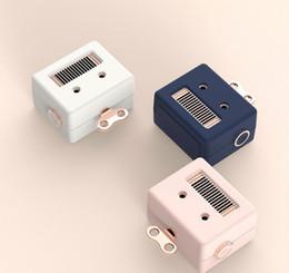 Life Creative Robot Cute USB Bluetooth Pequeño altavoz que carga mini regalos de audio para llevar con la familia desde fabricantes