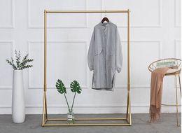 Estante de ropa dorado Percha de hierro para el suelo Tienda de telas para niños Estantes de exhibición de ropa Ropa de mujer tienda percheros Percha para el piso desde fabricantes