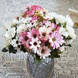 Margherite artigianali online-Seta Daisy Fake Leaf Wedding Home Vaso Party Artificiale Piante Decorazioni Craft Sposa Bouquet Forniture 10pz