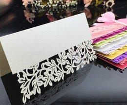 Mesa à noite on-line-Cartões de Mesa de Festa de Casamento Corte A Laser Oco Flor Lugar Cartões Noite de Negócios Festa de Aniversário Do Chuveiro de Mesa Do Cartão de Nome Cartões