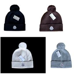 beanies poco costose Sconti Modo libero di trasporto Nome commerciale Canada Knit Hat con Pom economici Baseball Sport Skullies Beanie Caps calcio Monc Berretti One size fits more most
