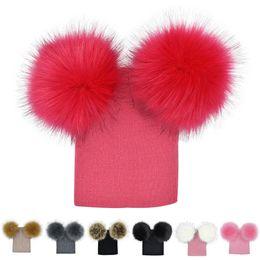 Argentina Knit del bebé del sombrero del invierno con dos pieles Pompoms las muchachas del muchacho de piel Bola Beanie Niños Caps doble Pom sombrero para niños Suministro