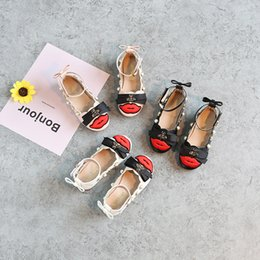 Wholesale Girls Pearl Dress Shoes - New Arrival Fashion Brand Girls Baby Toddler Patent pearl Rivet Bee Flats Dress Shoes Peep Toe big Girl Sandals Black White Pink A8593
