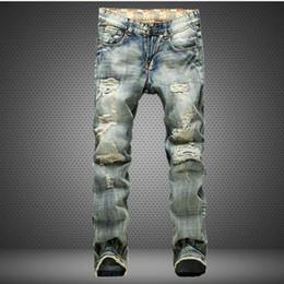 Extremos de tela online-2018 Hombres jeans agujero nostálgico comercio más tela raída bandera roja en el extremo malos pantalones de mezclilla para hombre fresco mezclilla pantalones largos masculinos