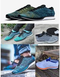 Zapatos de estilo verde online-2018 Nuevo estilo de malla corredor hombres mujeres zapatos casuales deportivos corredores unisex respiran zapatos para caminar al aire libre negro blanco rojo verde azul gris 36-45