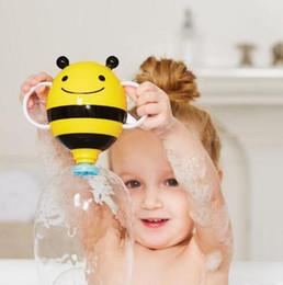 2019 doccia giochi Giocattolo della cascata dell'ape per i bambini fanno la doccia gioco del gioco per il divertimento della doccia di bambino giocattolo piccolo spruzzo dell'ape giocattoli dell'acqua della spiaggia dei bambini KKA5888 doccia giochi economici