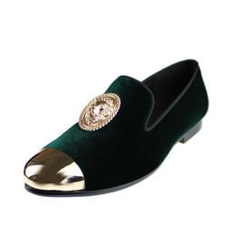 Zapatos holgados hombre verde online-Harpelunde Animal Hebilla Hombres Vestido Zapatos de boda Mocasines de terciopelo verde con tapa de cobre Tamaño 6 a 14