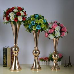 puestos de plantas modernas Rebajas 2018 nuevo estilo de oro trompeta florero cromado florero con bola para la decoración de la boda