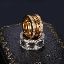 anéis de strass ouro amarelo Desconto Luxo Titanium Aço Inoxidável Elástica Multiwall Strass Anéis, Ouro Amarelo / Rosa de Ouro / Prata de Metal Cores Mulheres / Homens de Jóias de Casamento