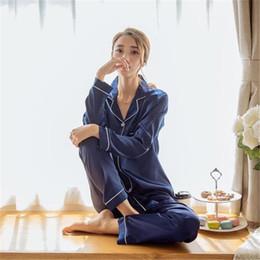 Canada Printemps Femmes Casual Pyjamas Ensembles Élégant 2 Pièce Ensemble De Mode Vêtements De Nuit Faux Soie À Manches Longues Couleur Solaire Femmes Doux Sommeil Vêtements Ensembles Vêtements supplier elegant pajamas Offre
