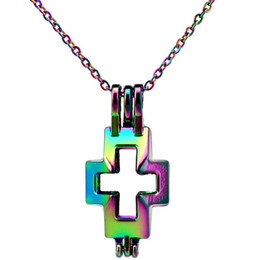 Medallón religioso online-C513 Color del Arco Iris 30mm Cruz en Blanco Religioso Perlas Jaula Colgante de Aceite Esencial difusor Aromaterapia Perla Jaula Locket Colgante de Collar