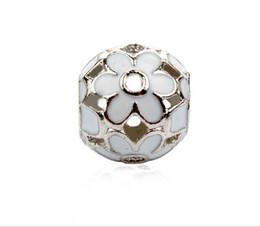 Großhandel 30 stücke Daisy Blume Emaille Großes Loch Charme Spacer Perlen fit pandora armband DIY Schmuck Halsketten Anhänger charme Perlen Frauen von Fabrikanten