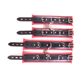 conjunto de algemas de couro Desconto Conjunto de encadernação de couro PU acolchoado vermelho e preto para casais, algemas macias e punhos de tornozelo, BDSM empacotado brinquedos restritivos