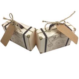 Cajas de cartón para tarjetas online-50 unids Creativo Mini Maleta Caja de Dulces Caja de Regalo de Boda de Cartón Caja de Regalo de Boda Evento Suministros de Boda favores de la boda con la Tarjeta