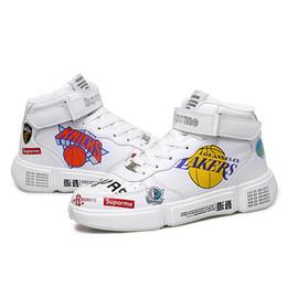 Женская обувь онлайн-Мода спортивная обувь мужчины дышащий Белый кроссовки мужчины повседневная Lakers Team Pattern WORRIORS Tenis обувь красовки мальчиков