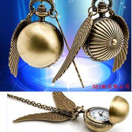 zeige harry potter Rabatt Harry Golden Ball Taschenuhr Potter Wings Quarzuhr Antike Taschenuhr mit Kette Halskette Klassische Taschenuhren