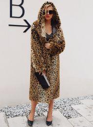 Abrigo largo de piel sintética esponjosa de 2018 de alta calidad Mujeres Abrigo de piel con capucha de leopardo más el tamaño de la chaqueta de leopardo de invierno desde fabricantes