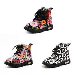 Cordones de zapatos gruesos online-Baby Girls Boys Matin Boots Negro Blanco Floral Lattice Heart Melocotón Skull Vendaje impreso Zapatos con cremallera de encaje Snow Thick Fur Toddler Kids Boot