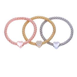 Milho americano on-line-Liga europeia e americana de três cores conjunto trecho de milho pulseira cadeia de pipoca com coração de diamante pingente pulseira W026